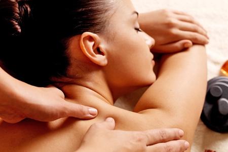 расслабляющий массаж плеч, расслабляющий массаж девушке, расслабляющий массаж женщине, расслабляющий массаж жене при муже, нужен расслабляющий массаж,